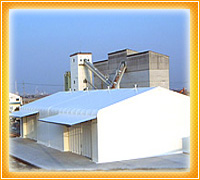 テント倉庫の風景